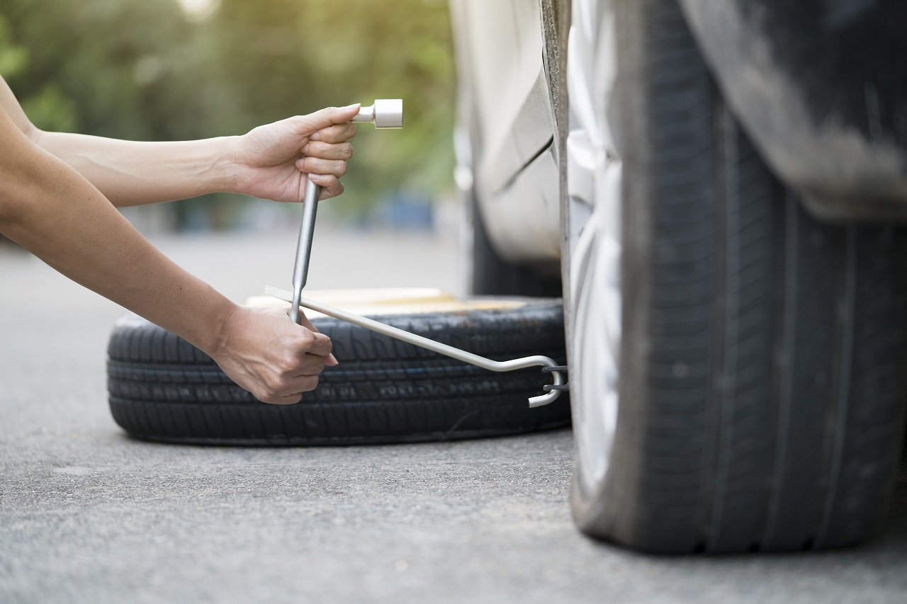 Tech Quickly Changing Tire For Flat Tire Repair