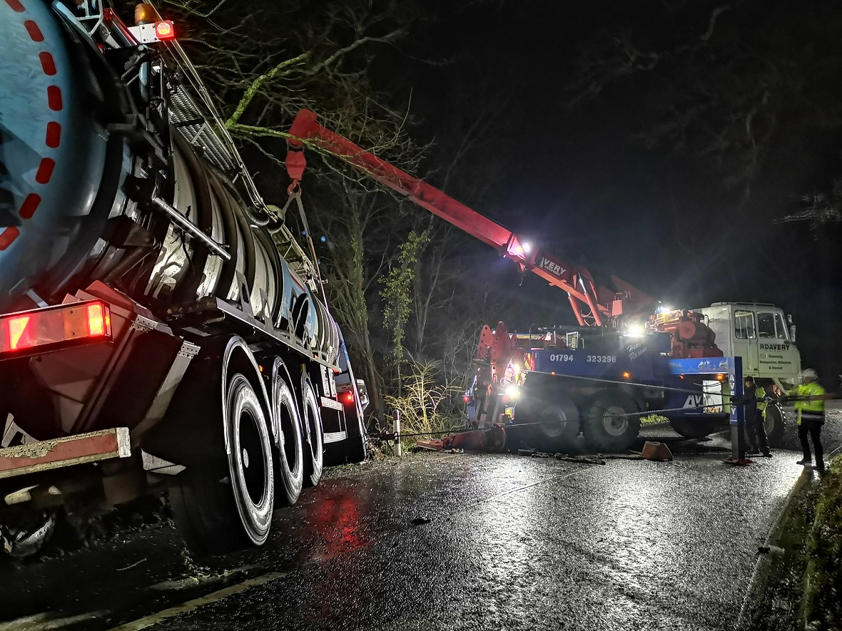 Read more about the article Choosing Tow Trucks For Vehicle Recovery